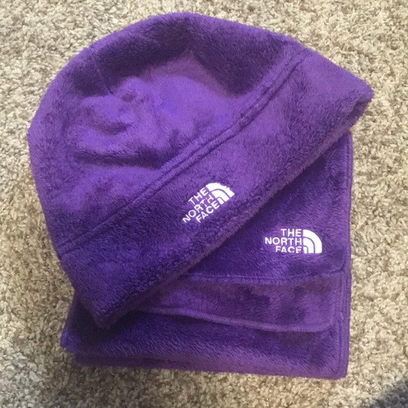 f9a135cd0 North face hat and scarf set